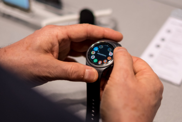 Samsung Gear S2 Review  - Display
